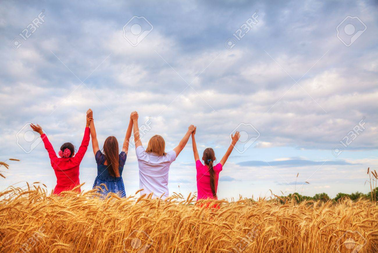 I OMDAN IN TOUPA A PAHTAWI ZOU TAKTAK DIAM? 18467792 four young people staying with raised hands at a wheat field at sunset time  Home New 18467792 four young people staying with raised hands at a wheat field at sunset time